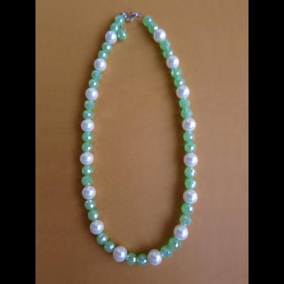 Collar de perlas y cristales checos